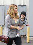 http://img180.imagevenue.com/loc1074/th_816871105_Hilary_Duff_Leaving_Tom_Ford10_122_1074lo.jpg