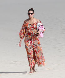 th_21575_OliviaPalermo_BikinicandidsonthebeachinSaintBarthelemy_January4201123_122_1089lo.jpg