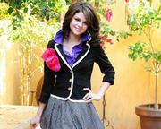 Selena Gomez - Cuteness - Mixed Quality Wallpapers Th_23381_tduid1721_Forum.anhmjn.com_20101130201931001_122_1104lo