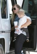http://img180.imagevenue.com/loc1152/th_230969217_Hilary_Duff_out_and_about_with_family7_122_1152lo.JPG