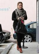 http://img180.imagevenue.com/loc1156/th_612828492_Hilary_Duff_Arriving_at_pilates_class8_122_1156lo.jpg