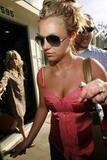 th_00851_brit006sandino_122_382lo - Britney Spears va mieux, son décolleté aussi