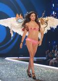th_01460_Victoria_Secret_Celebrity_City_2007_FS533_123_73lo.JPG