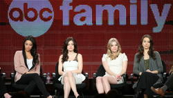 http://img180.imagevenue.com/loc967/th_14392_pretty_little_liars_tca_panel_21_122_967lo.jpg